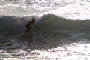 Surfeando al atardecer 01