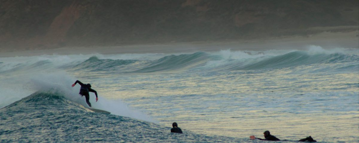 Surf al atardecer en Cantabria