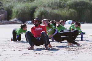 Clase de surf en Sanvi en verano 2017