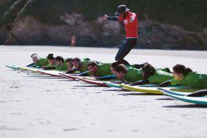 Bromas durante las clase de surf