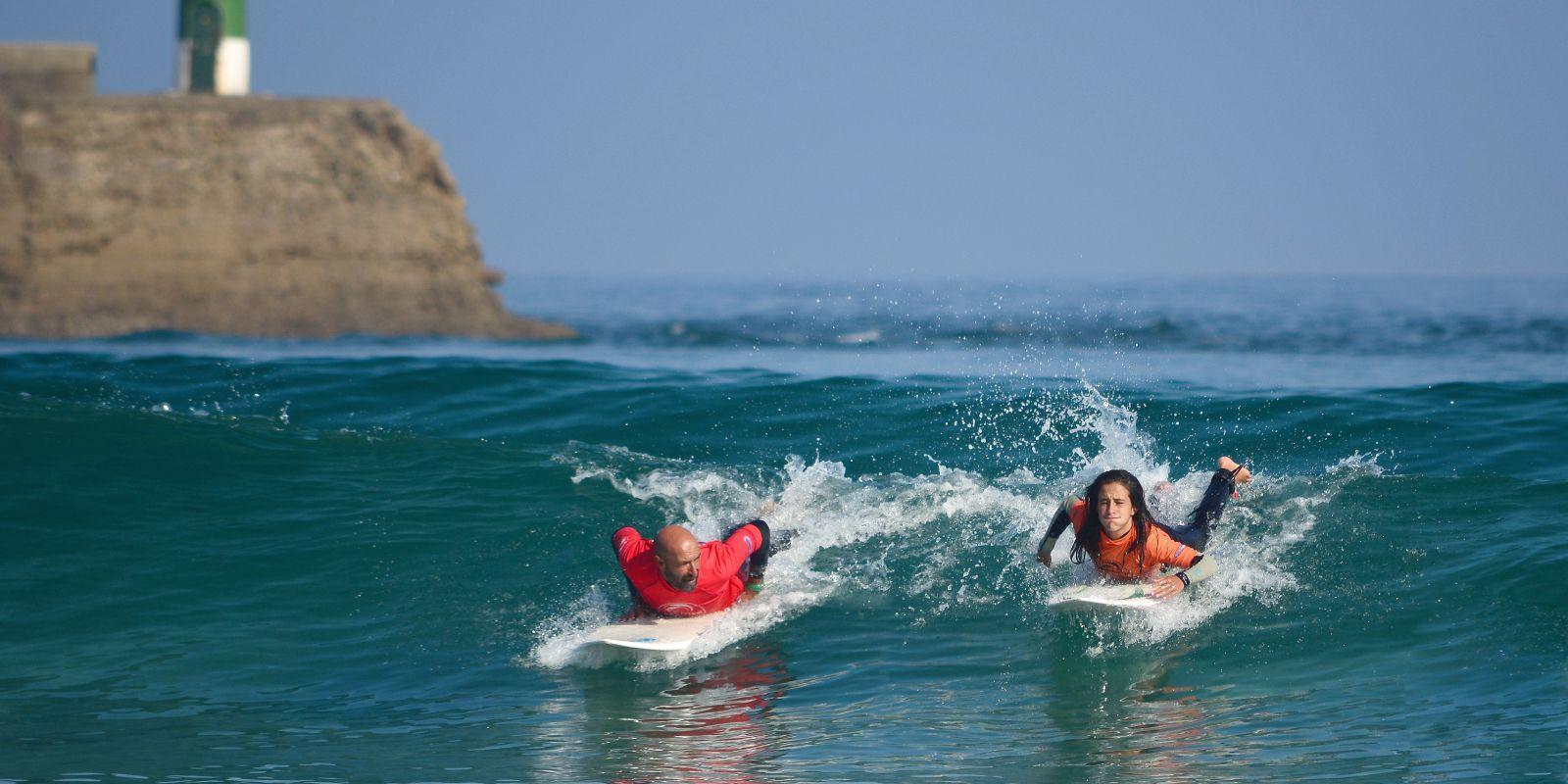 Clase particular de surf en San Vicente de la Barquera