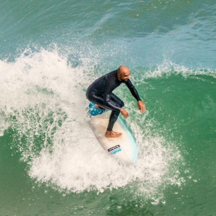 Monitor de surf y SUP en San Vicente de la Barquera – David Herrerín