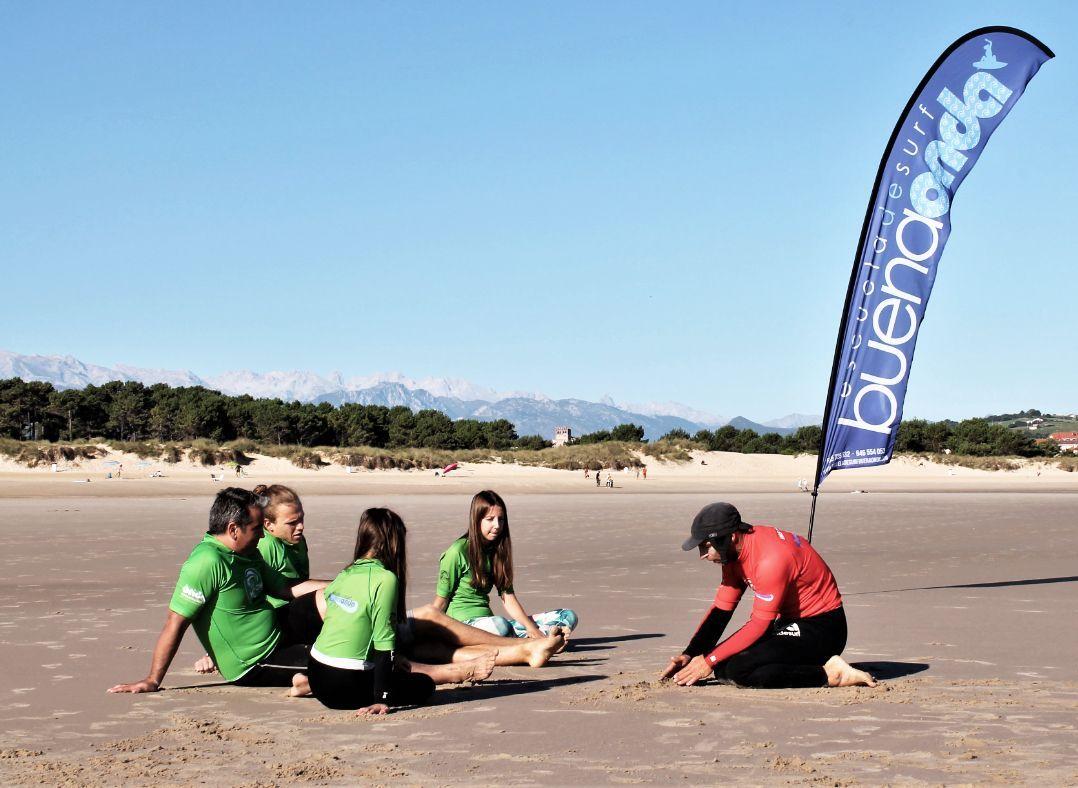 Curso de iniciación de surf en la Reserva Mundial del Surf de Oyambre (Cantabria)