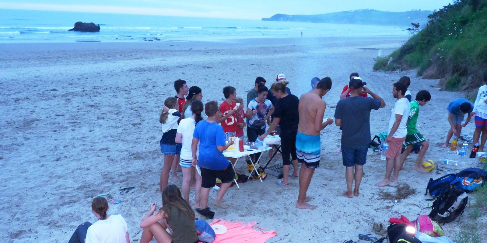 Actividad de grupo en el surfcamp