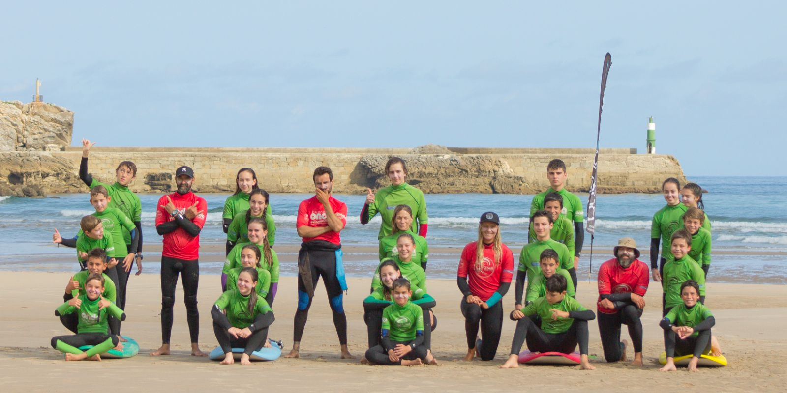 Foto grupo alumnos surfcamp