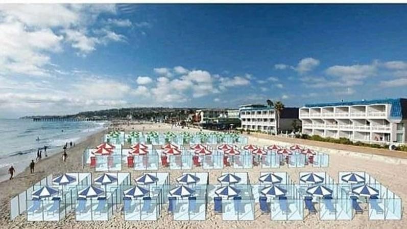 Simulación de playa con vitrinas de plexiglás
